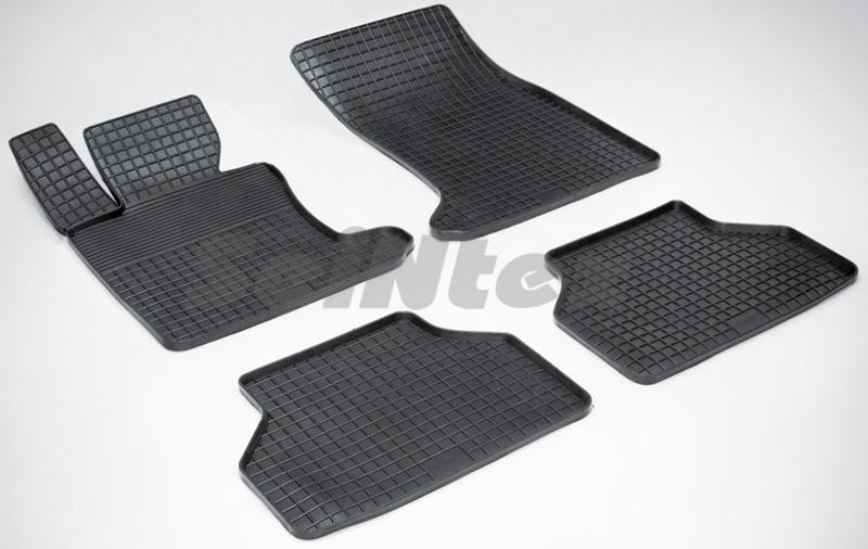 SeinTex 00939 для BMW 5 ser E-60 (2003-2010)BMW<br>типа сетка - изготовление из специальной резины, не имеют запаха, идеальное повторение контуров салона, морозостойкость, гарантия - 3 года. На данные коврики нанесен узор сетка, который помогает удерживать пыль, грязь, воду. Коврики выполнены из высококачественных материалов, которые обеспечивают высокую износостойкость и долговечность аксессуаров. Содержание синтетического каучука равно 40 процентам, а остальные 60 - это специальные добавки, предназначенные для повышения прочности, эластичности и устойчивости к внешним воздействиям. Использование специальных импортных компонентов позволило избежать наличия неприятного запаха. Материал, из которого изготовлены аксессуары, имеет неоспоримые преимущества перед полиуретаном, который является более бюджетным материалом и резиной, имеющей неприятный запах. Коврики предельно просты в эксплуатации и уходе. Специальный дизайн ковриков позволяет им идеально подходить под контуры пола автомобиля.<br>