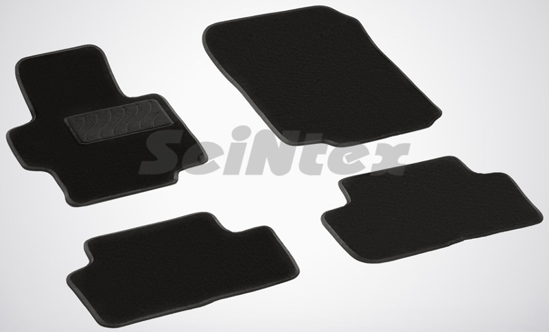 SeinTex 82389 для Honda Accord VII (2002-2007)Honda<br>- резиновое основание, привлекательный внешний вид, идеальное повторение контуров. Ворсовые коврики LUX от Seintex могут стать идеальным выбором для автовладельцев, которые ценят не только практичность, но и привлекательный внешний вид аксессуаров. Данные коврики имеют резиновую основу, которая не пропускает влагу, а ворсовая часть обеспечивает презентабельный внешний вид аксессуаров. Данные коврики ориентированы на автомобили бизнес-класса и выполнены в универсальном черном цвете. Коврик, предназначенный для водительской стороны, имеет усиленную зону для ног, которая обеспечивает дополнительную прочность и износостойкость. Для того, чтобы коврики надежно прилегали к напольному покрытию и не скользили, их оборудовали специальными шипами с обратной стороны.<br>