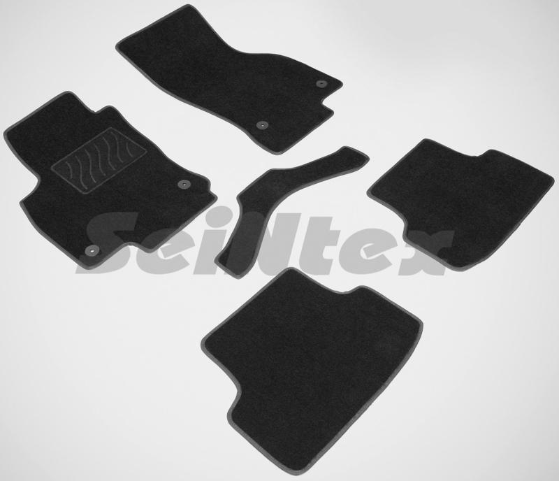 SeinTex 85220 для Audi A3 (2012-н.в.)Audi<br>- резиновое основание, привлекательный внешний вид, идеальное повторение контуров. Ворсовые коврики LUX от Seintex могут стать идеальным выбором для автовладельцев, которые ценят не только практичность, но и привлекательный внешний вид аксессуаров. Данные коврики имеют резиновую основу, которая не пропускает влагу, а ворсовая часть обеспечивает презентабельный внешний вид аксессуаров. Данные коврики ориентированы на автомобили бизнес-класса и выполнены в универсальном черном цвете. Коврик, предназначенный для водительской стороны, имеет усиленную зону для ног, которая обеспечивает дополнительную прочность и износостойкость. Для того, чтобы коврики надежно прилегали к напольному покрытию и не скользили, их оборудовали специальными шипами с обратной стороны.<br>