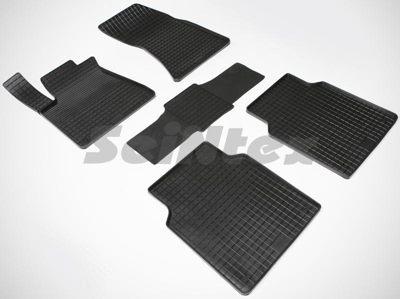 SeinTex 85446 для Audi A8 III (D4) (2010-н.в.)Audi<br>типа сетка - изготовление из специальной резины, не имеют запаха, идеальное повторение контуров салона, морозостойкость, гарантия - 3 года. На данные коврики нанесен узор сетка, который помогает удерживать пыль, грязь, воду. Коврики выполнены из высококачественных материалов, которые обеспечивают высокую износостойкость и долговечность аксессуаров. Содержание синтетического каучука равно 40 процентам, а остальные 60 - это специальные добавки, предназначенные для повышения прочности, эластичности и устойчивости к внешним воздействиям. Использование специальных импортных компонентов позволило избежать наличия неприятного запаха. Материал, из которого изготовлены аксессуары, имеет неоспоримые преимущества перед полиуретаном, который является более бюджетным материалом и резиной, имеющей неприятный запах. Коврики предельно просты в эксплуатации и уходе. Специальный дизайн ковриков позволяет им идеально подходить под контуры пола автомобиля.<br>